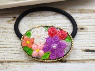 小花の刺繍みたいなクイリングのヘアアクセサリー(ピンク系)の画像