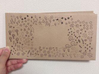 お花と葉っぱの封筒の画像