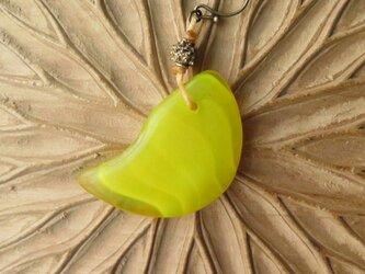 アンティーク icco ウェディングビーズ 黄 + 真鍮 ピアス&イヤリング 百世 momotose(西)の画像