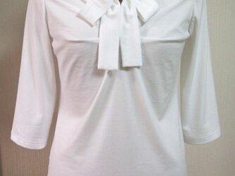 (再販)衿がリボン結びのデザインTシャツ(白地)の画像
