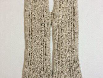 コットンリネンのケーブル編みのハンドウォーマー カーキ色(緑っぽいカーキ色)の画像