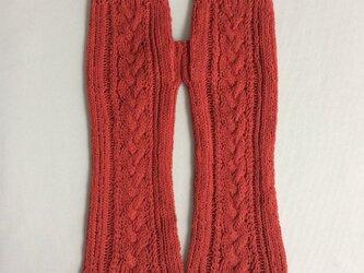コットンリネンのケーブル編みのハンドウォーマー 橙色の画像