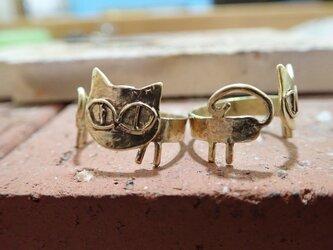 胴長猫の真鍮リングの画像