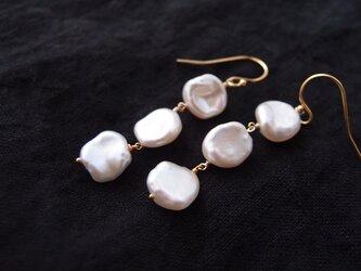 送料無料【K14gf・受注制作】バロックパールのロングピアス・petal pearlの画像