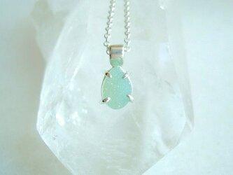 結晶メノウ・ネックレス・淡いエメラルドグリーンの画像