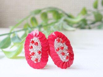 鮮やかなピンクレッドが際立つ、オートクチュール刺繍のイヤリング、kimuraさんの画像