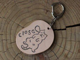 ねこ closeキーホルダーの画像