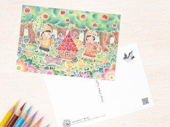 """4枚セット。絵本のような。ポストカード """"みんなの小さな赤い家"""" PC-513の画像"""