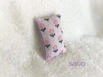 長方形のピンクッション~サーモンピンクの花~の画像