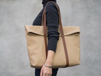 革と帆布のトートバッグ チノベージュの画像