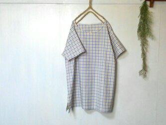 ゆったり大きめ スリット チュニック 白チェック ~ 五分袖の画像