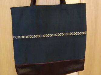 布と革のトートバッグの画像