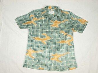アロハシャツ 本物の着物地仕立て 着物 正絹 メンズ レディース ユニセックス 夏 海 総柄 半袖 灰青色地 抽象柄 Lサイズの画像