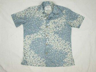 アロハシャツ 本物の着物地仕立て 着物 正絹 メンズ レディース ユニセックス 夏 海 総柄 半袖 白青地 梅柄 Mサイズの画像