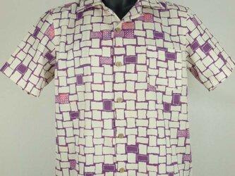 アロハシャツ 本物の着物地仕立て 着物 正絹 メンズ レディース ユニセックス 夏 海 総柄 半袖 白 紫色地 抽象柄 Mサイズの画像