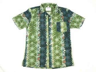 アロハシャツ 本物の着物地仕立て 着物 正絹 メンズ レディース ユニセックス 夏 海 総柄 半袖 緑色地 縦縞 花柄 Mサイズの画像