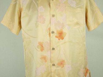 アロハシャツ 本物の着物地仕立て 着物 正絹 メンズ レディース ユニセックス 夏 海 総柄 半袖 黄色地 花柄 Sサイズの画像