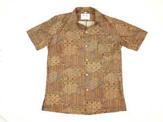 アロハシャツ 本物の着物地仕立て 着物 正絹 メンズ レディース ユニセックス 夏 海 総柄 半袖 茶色地 雲取柄 Sサイズの画像