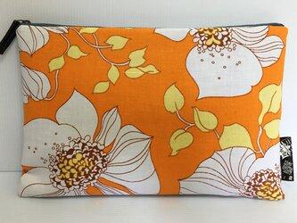 バッグインバッグ クラッチバッグ オレンジと大きな花の画像