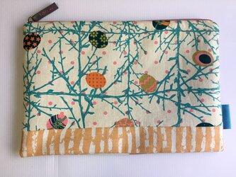バッグインバッグ クラッチバッグ 木の枝と楕円の画像