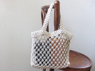 透け感を楽しむ♪ マクラメ編みのバッグの画像
