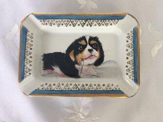 犬の絵の灰皿の画像