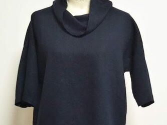 濃紺リネン オフタートル5分袖ブラウスの画像