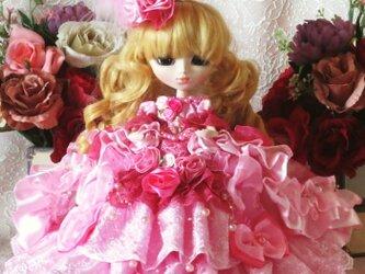 ベルサイユの薔薇 スィートピンクがフェミニンなオーバートレーンドールドレスの画像