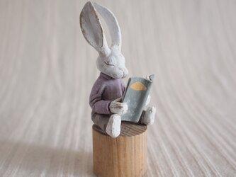読書の時間 塑像の画像