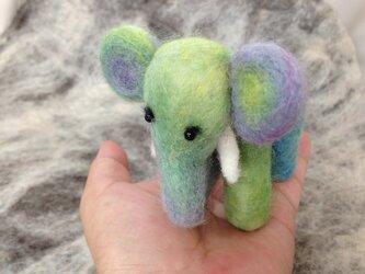 羊毛フェルト《手のりサイズの内気な象さん》の画像