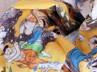 タロットに動物と植物があふれる不思議柄ショール(ダブルガーゼ)の画像