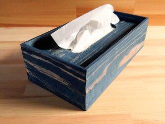 温かみあるティッシュケース、青、木製の画像