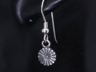 ピアス メンズ : 菊紋 シルバーピアス 1ヶ フック仕様の画像