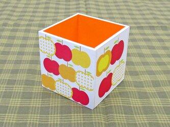 りんごのペン立て(水玉・山吹)の画像