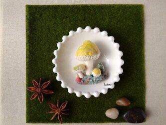 ジオラマ きのこブローチ キイロの画像