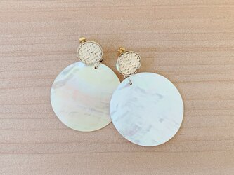 Mother of pearl earringsの画像