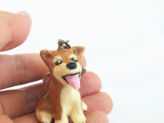 和紙で色付けした 柴犬 のキーホルダーの画像