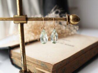 【K18】宝石質グリーンアメジストの一粒ピアス(ペアシェイプミレニアムカット)の画像