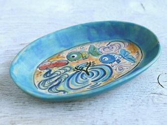 楽し気な青い金魚絵のオーバルプレート(ターコイズ)の画像