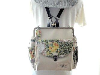 左ファスナー&背中ポケット付き3WAYコンパクトリュック ミルクホワイト×ミモザパッチの画像