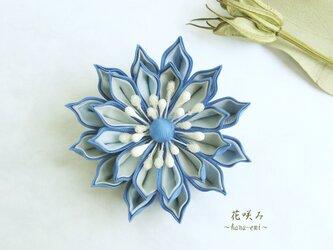 つまみ細工 空色の花コサージュの画像