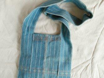 カレン族の手織り&藍染めバッグM/ 水色 草木染め インディゴ / 手縫い/ ショルダーバッグ/ 冒険バッグの画像