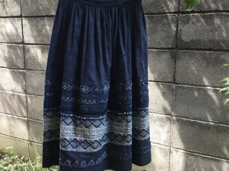 タイ布をあしらったスカートの画像
