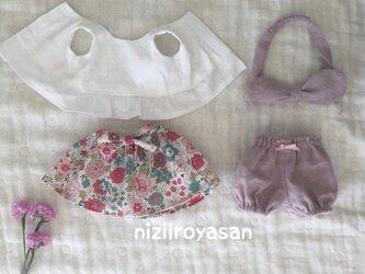 4点セット☆ノースリーブシャツ、リボン付き花柄スカート、かぼちゃパンツ、リボンの画像