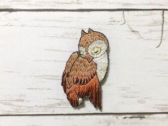手刺繍浮世絵ブローチ*歌川広重「月に松上の木菟(みみずく)」よりの画像