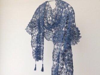 青い麻のストールの画像