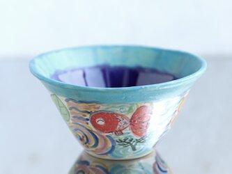 花と金魚絵の鉢(瑠璃)の画像