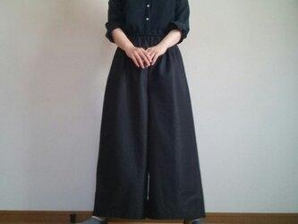 涼しげ軽いシンプルワイドパンツ漆黒ウエストゴムの画像