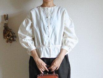 Hana * blouse クリームの画像