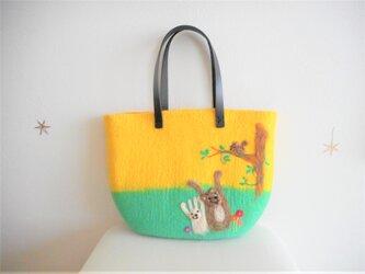 ビタミンカラーで気分も上がる動物が可愛いバッグの画像